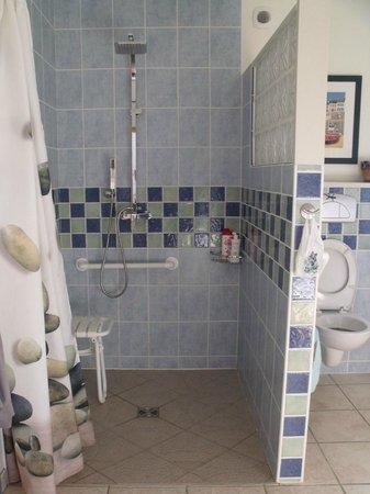 La Becterie: grande douche a l'italienne