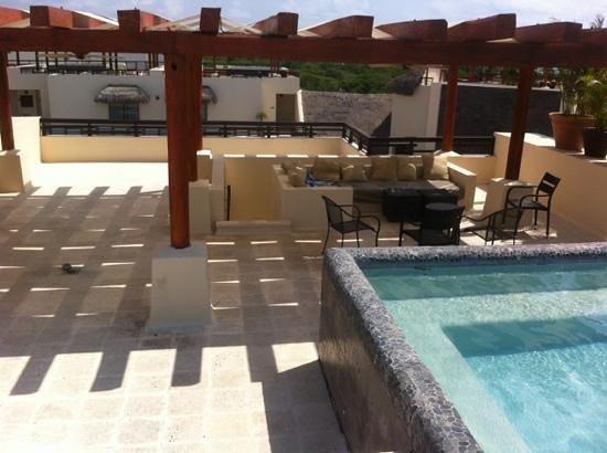 Aldea Thai Luxury Condohotel: rooftop patio of condo 329