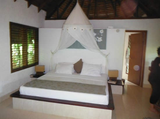 Breakas Beach Resort Vanuatu: Nice room with awesome shower