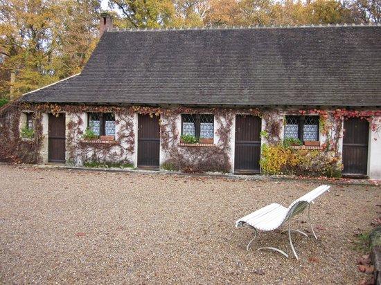 Auberge Forestiere De Marcheroux : outside of rooms