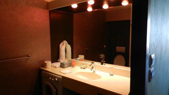 Hotel Mont Vernon: The bathroom