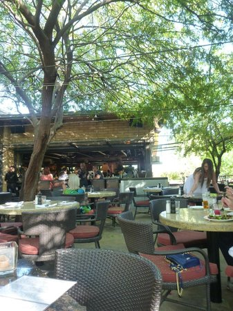 the patio at chelsea s kitchen picture of chelsea s kitchen rh tripadvisor ca