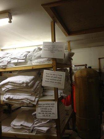 هايلاندر هوتل: utility room at end of hall way. very amusing.