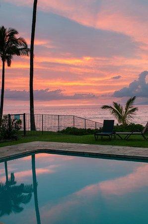 Noelani Condominium Resort: Sunset