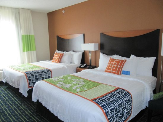 Fairfield Inn & Suites Harrisonburg: Room