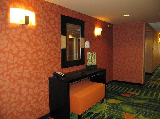 Fairfield Inn & Suites Harrisonburg: corridor elevator area