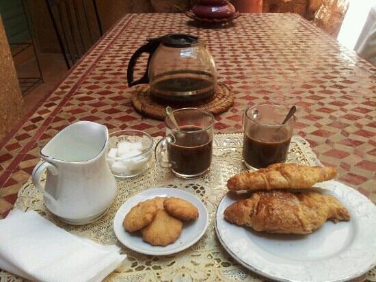 Riad Dar Mchicha : Ontvangst met koffie en heerlijke koeken