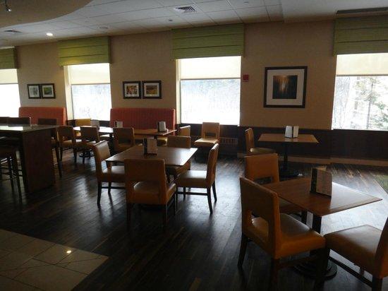 Boston Marriott Newton: Cafe area