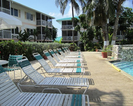 7 Mile Beach Resort and Club: Pool area