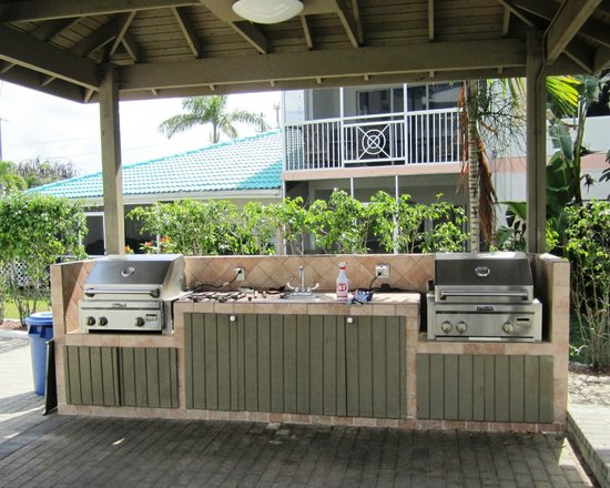7 Mile Beach Resort and Club: Gas Grills