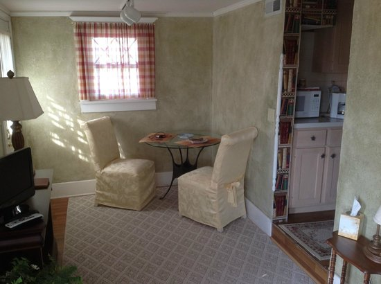 Prairie Moon Bed and Breakfast: Dining area