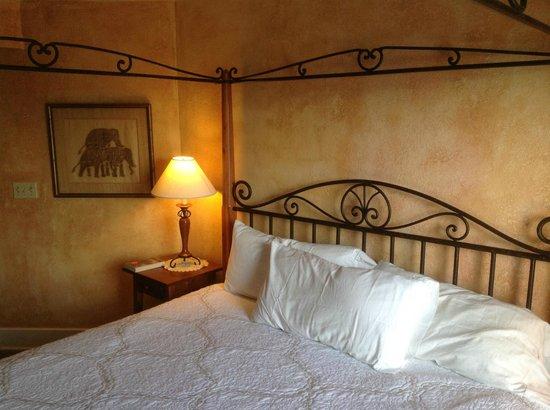 Prairie Moon Bed and Breakfast: The bedroom
