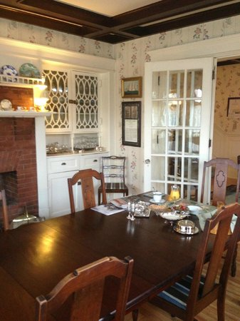 Belgravia Bed & Breakfast: Dining room