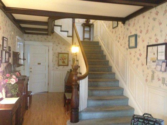 Belgravia Bed & Breakfast: Hallway