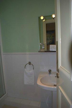 Harbour View Hotel: Bathroom