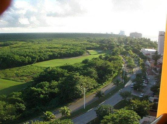 Melia Cozumel Golf - All Inclusive: Vu de la chambre en avant : terrain de golf