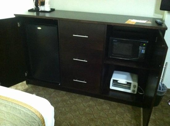 La Quinta Inn & Suites Houston - Westchase: Fridge, toaster oven, microwave