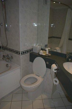 Cardiff Marriott Hotel: Bathroom