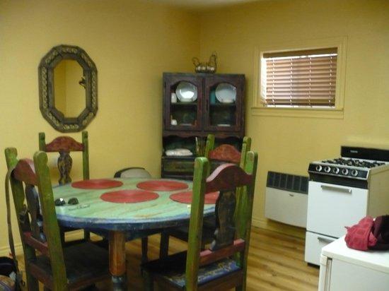 Lake Roberts Motel: Dining table