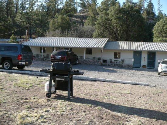 Lake Roberts Motel close to the road