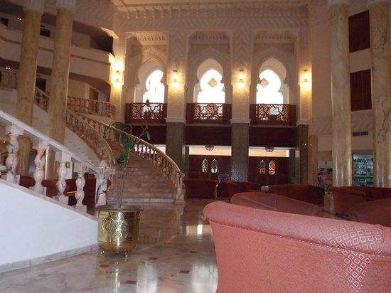 Amir Palace: Main Reception Area looking towards A La Carte Restaraunte
