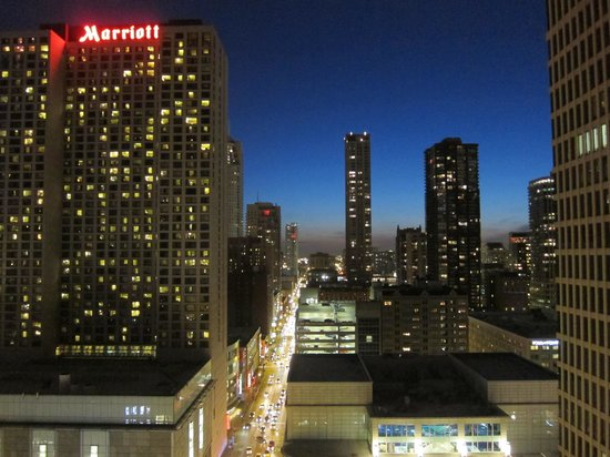Inn of Chicago Magnificent Mile, an Ascend Collection hotel: Night view from 22nd fl. terrace