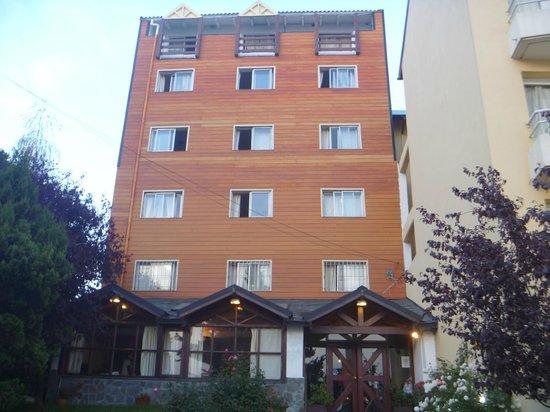 Hotel Costa Del Lago: Frente del hotel