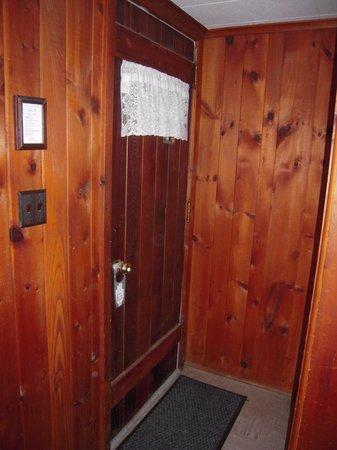 Phoenicia Lodge: doorway