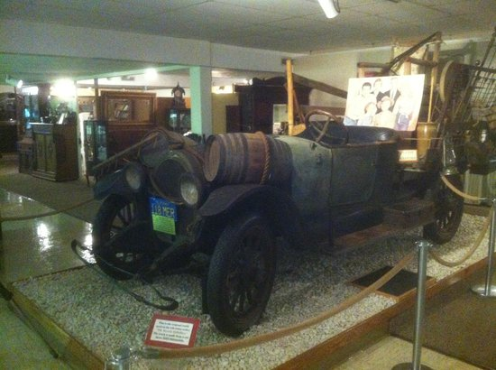 Ralph Foster Museum: Beverly Hillbillies Car