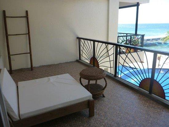 Sunset at Aninuan Beach Resort: Balcony