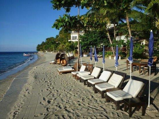 Sunset at Aninuan Beach Resort: Beach front