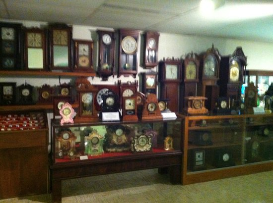 Ralph Foster Museum: Clock collection
