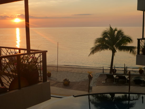 Sunset at Aninuan Beach Resort: Sunset from the Balcony