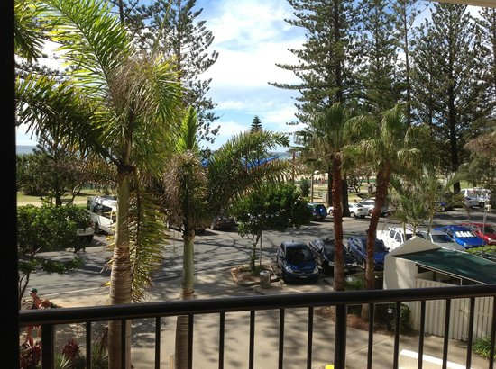 Mantra Coolangatta Beach: Paid for 1 bedroom ocean view room - put on 1st floor - view from room - 95% trees/5% ocean view