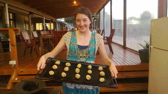 Vivonne Bay Lodge: We  made cookies in their outdoor oven!