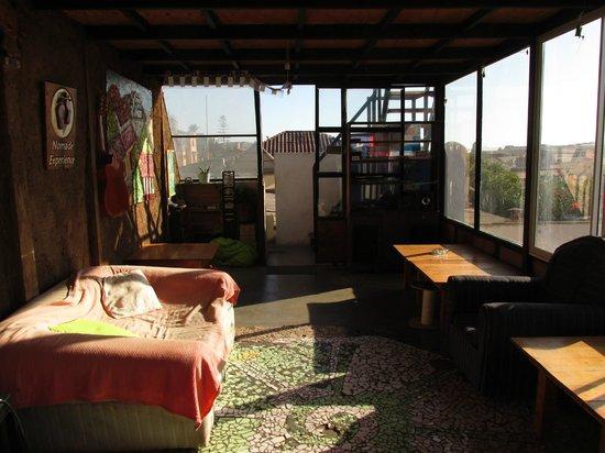 Aji Verde Hostel: Sala de tv y juegos