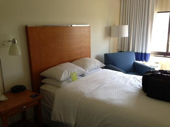 Four Points by Sheraton San Diego: Room 3032 - Two Double Beds