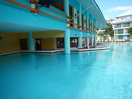 Grand Paradise Playa Dorada: Pool bar