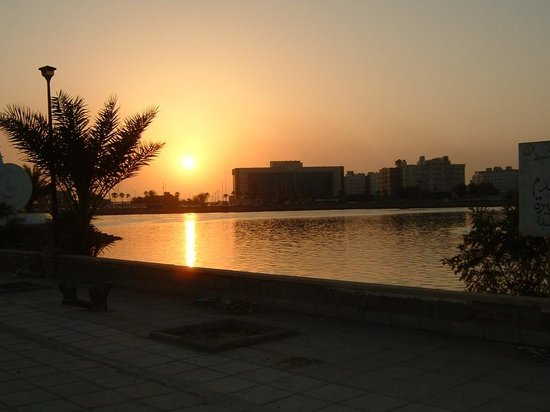 Red Sea Palace Hotel: The Sunset view in front of Hotel