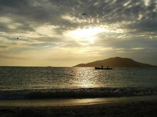 Cayos Cochinos : Beautiful Sunset/Anochecer Hermoso