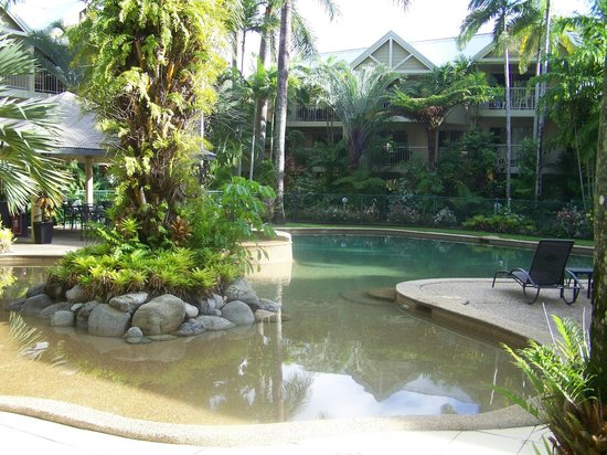 Port Douglas Sands Resort: Pool is in the centre of the apartments
