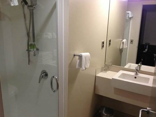 Auckland City Hotel-Hobson St : 2