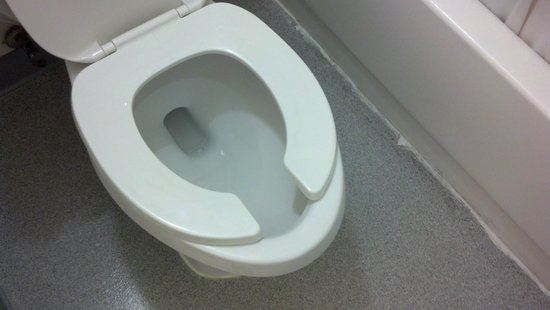 Motel 6 Richland - Kennewick : apparently toilet seats aren't available in this size