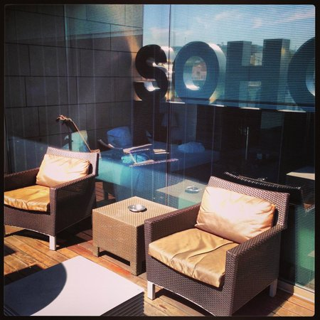 Soho Hotel: Private deck off our room.