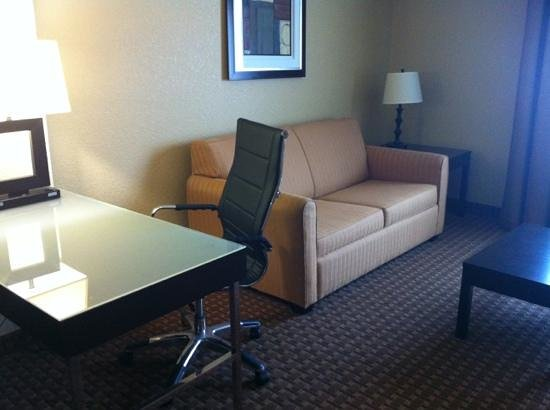 La Quinta Inn & Suites Brandon Jackson Airport E: sofa bed