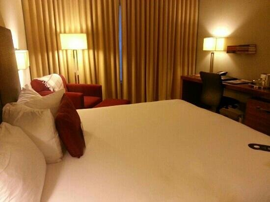 I Hotel & Conference Center: King room