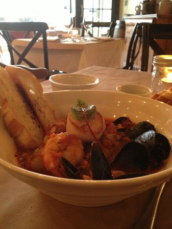 L'Avenue Bistro: Seafood Stew with Mussels, Scallops, Shrimps and Fish