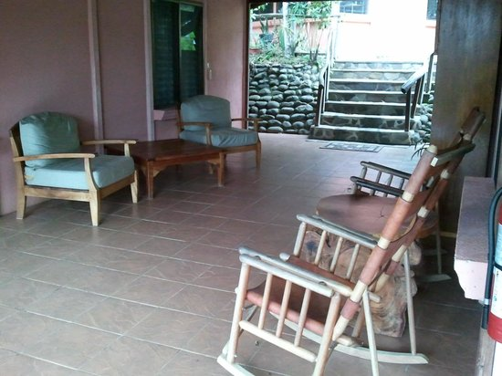 Finca Luna Nueva Lodge: common area between family cabins