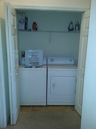 Cinnamon Beach at Ocean Hammock Beach Resort: Laundry Closet