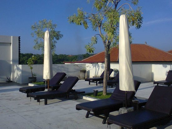 Park Hotel Nusa Dua: The sun deck just across from the rooftop restaurant
